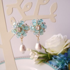 【送料無料】ブルービジューの可愛いお花とコットンパールのイヤリング