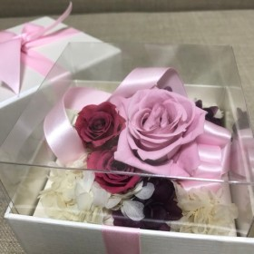 プレゼントしてみませんか?ピンク系のプリザーブドボックス