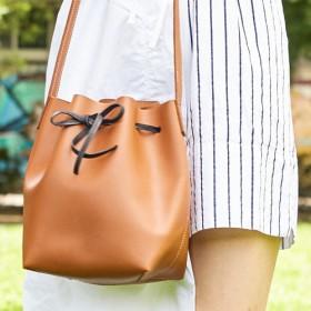 クラシックバケットバッグ - 革手作り - 無料の刻印名(茶色のワックスペーパー)+刻まれた名前ピクチャー袋が付属しています