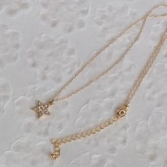 シンプルなクリスタル付き星のゴールドチェーンネックレス