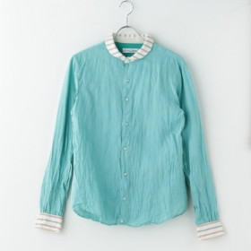 エメラルドグリーンシャツ