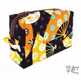 化粧品、旅行ポーチ(黒) - 日本のオレンジ色の傘風のトーテム