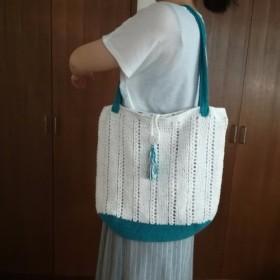 白とブルーのサマーバッグ