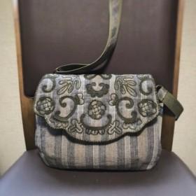 ボタニカル刺繍のショルダーバッグ