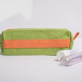 ロードされたペン緑、オレンジ色の袋以上の流入