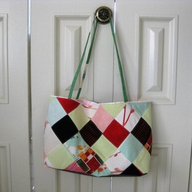 絹の布のパッチワークトートバッグ