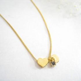 金のハートとクリスタルのネックレス