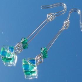 5月宝石ガラス『エメラルド』ピアス/イヤリング【金具変更可】【受注制作】