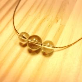 水晶のゴールドワイヤーネックレス