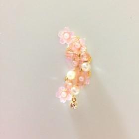 プラ板/レジン◎桜とパールのかわいいイヤーカフ♪(片耳用)