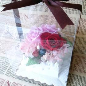 ベリー&バラのケーキ*プリザーブドフラワーアレンジ*バレンタイン・誕生日・母の日・結婚お祝いなどの贈り物にも◎