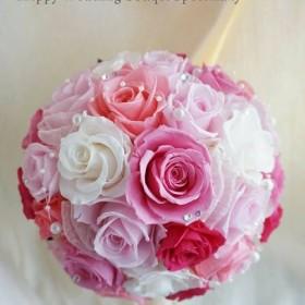 上品で華やかな ピンクグラデのラウンドブーケ バラは通常の1.5倍