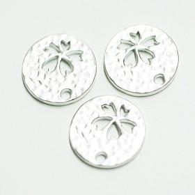 再販【2個入り】凹凸あるコインモチーフに刻まれたsakura桜!マッドシルバーチャーム、パーツ