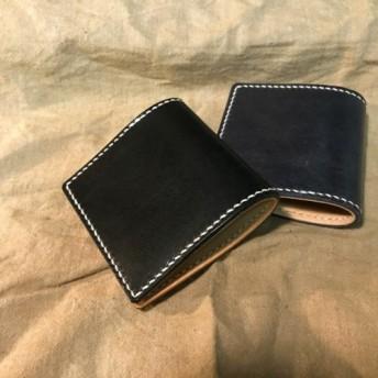 牛革の正方形の財布