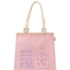 ロマンチックなピンクの袋の盛り上がりで宮殿