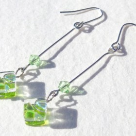 8月宝石ガラス『ペリドット』ピアス/イヤリング【金具変更可】【受注制作】