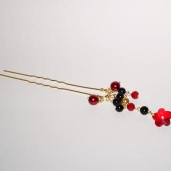 オニキスを感じさせる闇夜に浮かぶ江戸の華は、表現し難いほど紅い。ぼぼ屋のかんざしKZ02