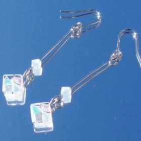 6月宝石ガラス『ムーンストーン』ピアス/イヤリング【金具変更可】【受注制作】