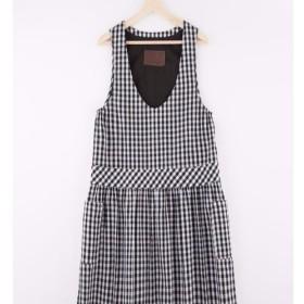 私は市松模様の緩いベストドレスです