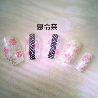 白でピンクバラネイル