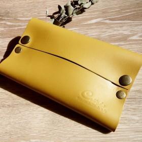 プチプラギフト・大人のカラー*マスタードイエロー・本革ポケットティッシュケース:スモールロゴ