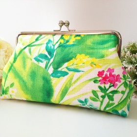 ◆【再販5】ニュアンスボタニカルのがま口ポーチニッティー花植物フラワー旅行やプレゼントにも◆