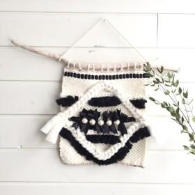 パールと羊毛のモノトーンハンギング