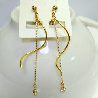 ゴールド色のシンプルロングイヤリング