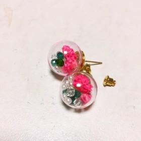☆お花の可愛い ️ガラスドームピアス