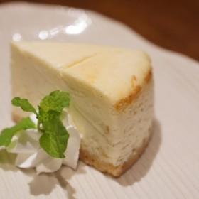 カフェ百時【ホワイトチョコチーズケーキ】