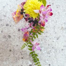 和装用黄マムと黒実のハンドレット(造花)