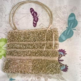 ジュエリーレースのゴールドバッグ