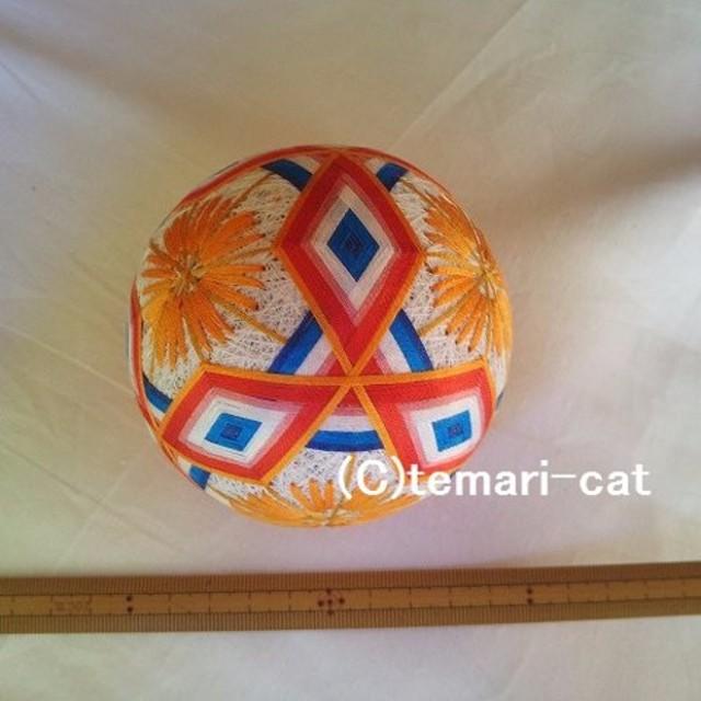 てまり「三菱模様と花」白地 青白赤橙 手まり 手毬 手鞠