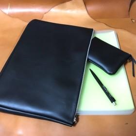 ★レザー クラッチバッグ A4サイズ Black & silver simpleおしゃれ