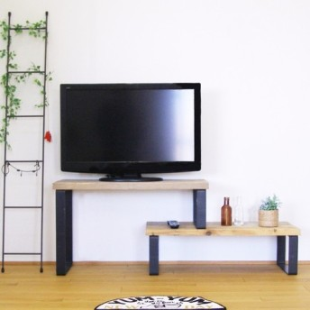 天然杉の古材板と鉄脚で作ったスライド式小ぶりなテレビボード