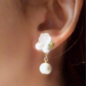 冬に咲く白い花 イヤリング
