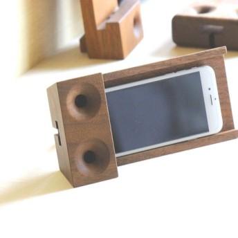 ウォールナット 木製スピーカー スマホスタンド P2 角度調調整付のスタンドが付いてきます。