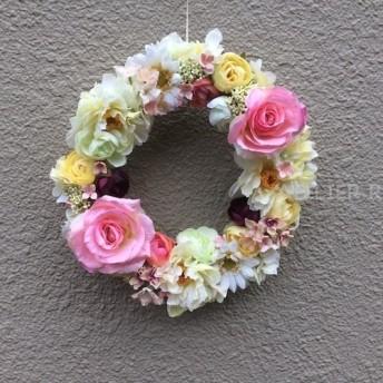 ピンクのバラの優しいリース