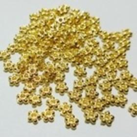 ブレスレットやレジン封じなどに♪お花のスペーサーチャームゴールドカラー約100個セット4.5ミリ