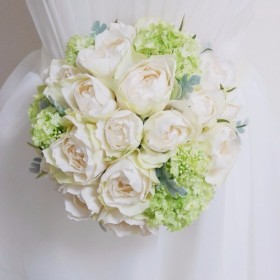 【再販】王道の白×グリーン バラとビバーナムのラウンドブーケ&ブートニア