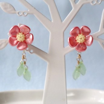 キャンディーフラワー・イヤリング(ピンク)*花 繊細 かわいい 可愛い 上品 華やか 紅 梅 正月 春 バックキャッチ風
