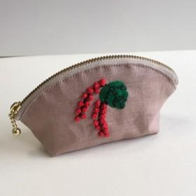 やまごぼう刺繍のミニシェルポーチ