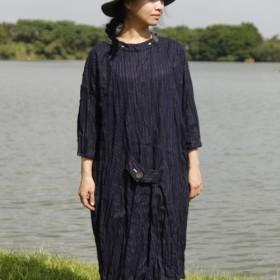 そして - 道路上 - 圧着腰フード付き装飾ストライプダークブルーのドレス_