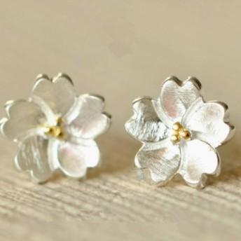 ニコールショップ 銀桜のイヤリングをリラックス
