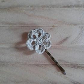 レース編みのお花のヘアピン