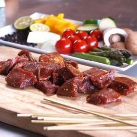 グラスフェッドビーフ 竹串付き味付けビーフキューブ 150g (牛串、牛ステーキ丼用)