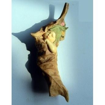 置物 葉を巻き付けて眠る妖精 (片腕が出た姿勢)