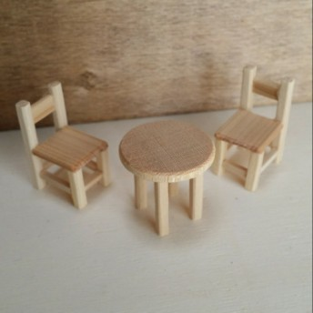 ミニチュア雑貨 木製丸テーブル&チェア2個セット インテリアやドールハウスに♪