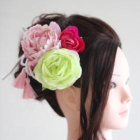【華やかな 髪飾りセット】和装でも洋装でも組み合わせ次第で使えます。可愛らしくて華やかな花とリボン、タッセルなどのセット