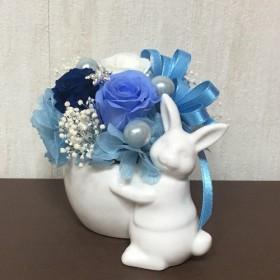 ウサギのアレンジ (プリザーブドフラワー) ブルー